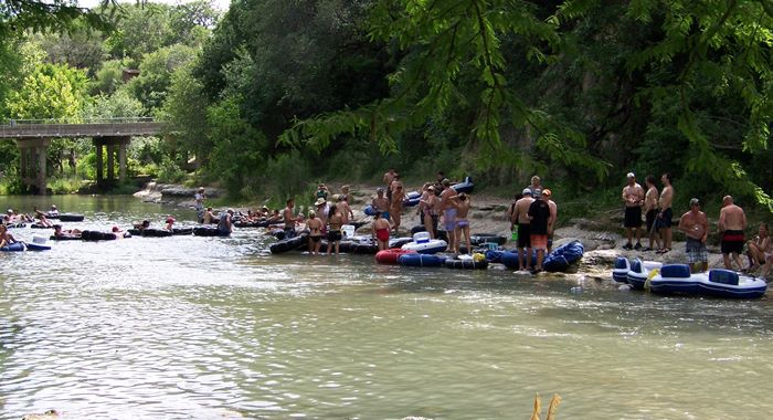 Tubing the guadalupe river things to know shanty tube for Floating the guadalupe river cabins
